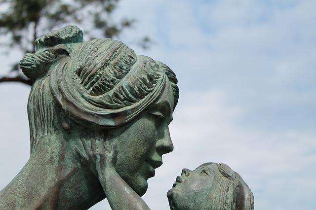 親子の石像