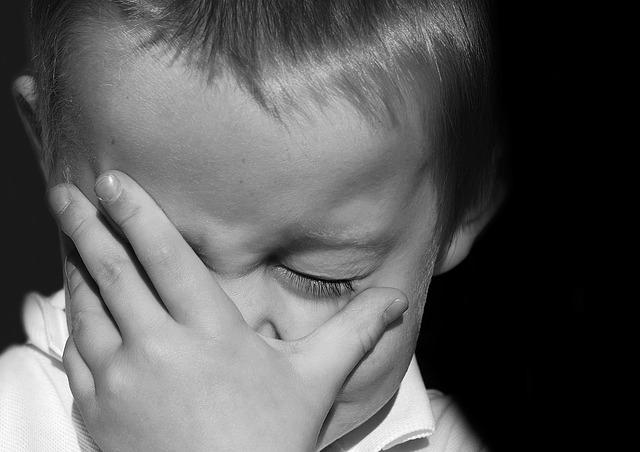 子供の泣き顏