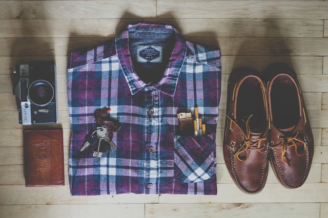 男性チェックシャツ
