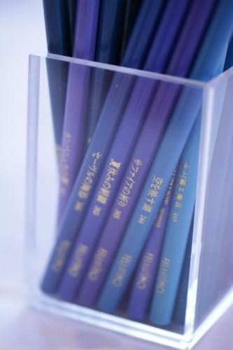 青紫の色鉛筆