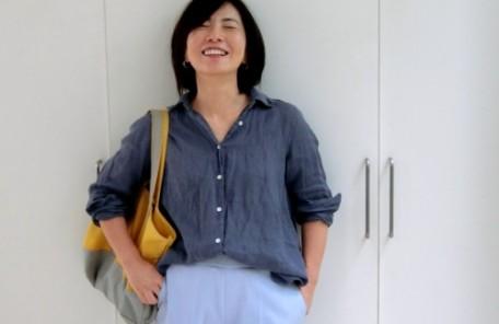 ブルーの麻のシャツ