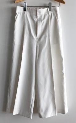 白いワイドパンツ